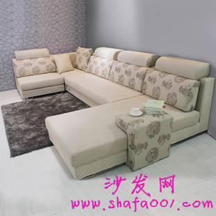 轻松几招搭配布艺沙发 巧妙增添客厅色彩