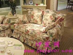 选择布艺沙发 给您的居室增添一份时尚与跳跃