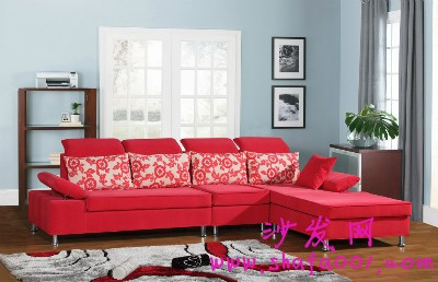 新房布置不再苦恼 红色布艺沙发给你喜庆温馨气息