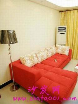 红色布艺沙发简洁大方 拒绝平庸提升格调