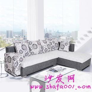 掌握好布艺沙发与窗帘的色彩搭配 实现甜蜜家居
